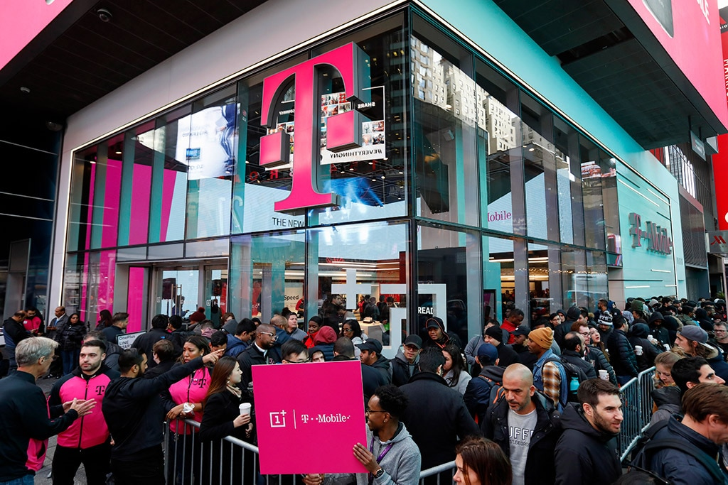 Fans lined up to be the first to get the OnePlus 6T smartphone on October 29, 2018 at T-Mobile's Times Square Signature Store