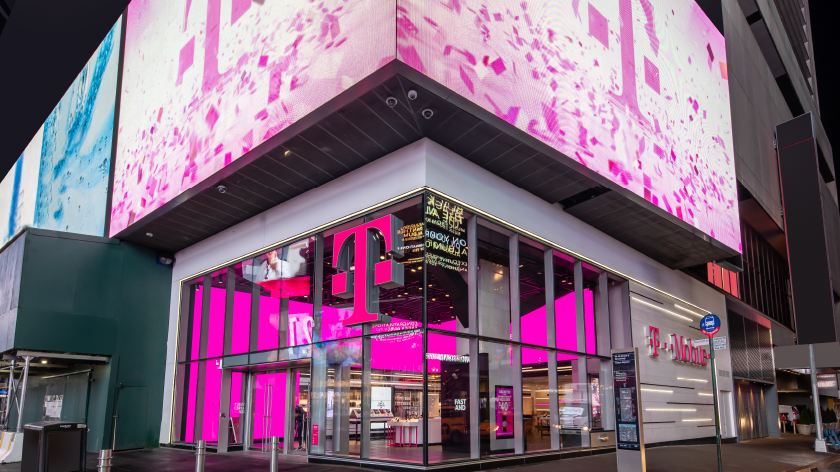 t mobile stores open in nyc